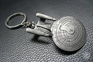 Star Trek - Kovová klíčenka U.S.S. Enterprise NCC-1701-D